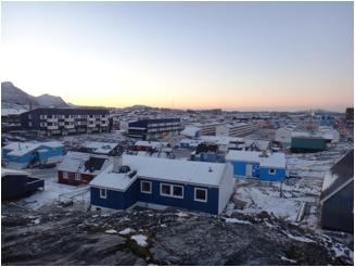 Una vista de la ciudad desde Nuuk desde nuestra Parroquia.