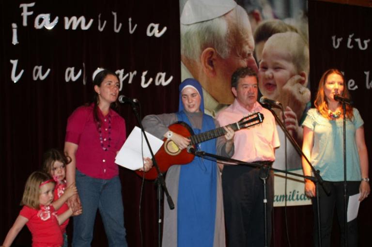 ¡ Familia, vive la alegría de la Fe !