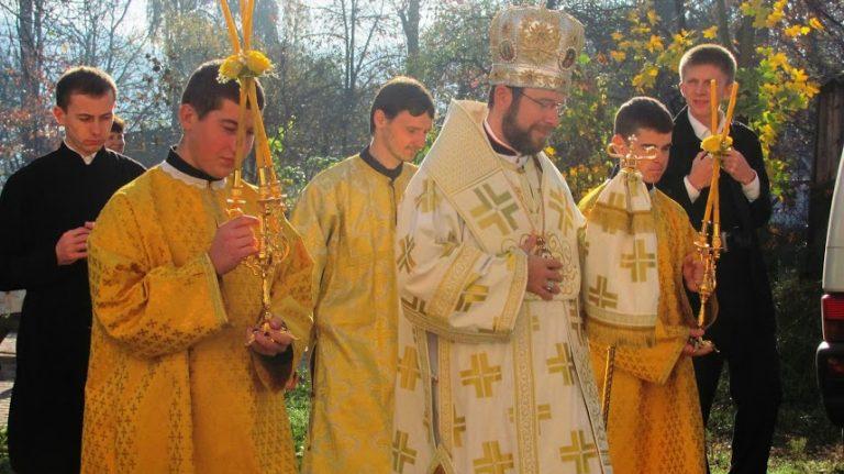Entronización de reliquias y bendición del busto del beato Juan Pablo II en Dubové (Ucrania)