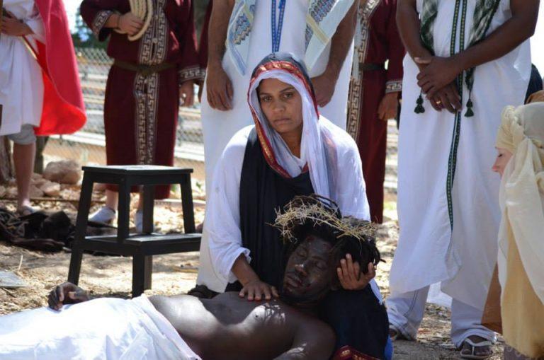 «Todos unidos por Cristo, en su Sacrificio» – Via Crucis Viviente en Pafos, Chipre