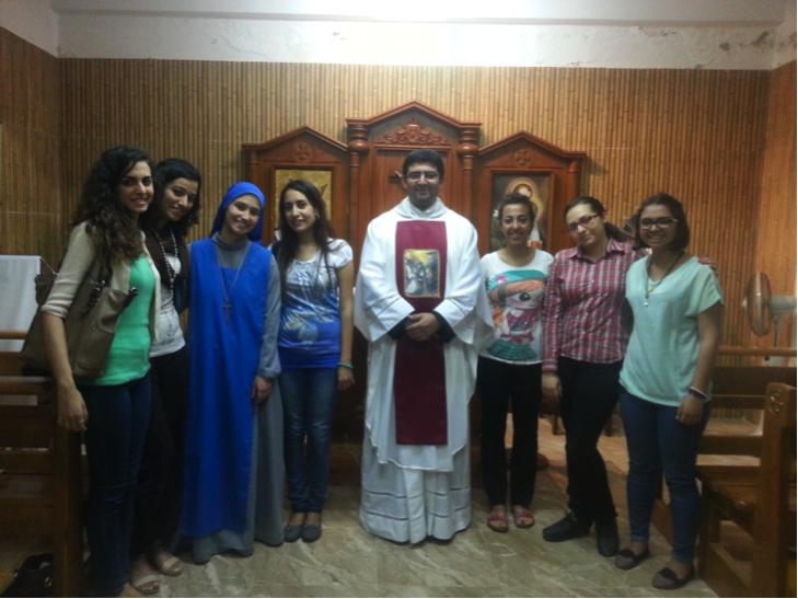 Grupo de chicas que realizó un retiro espiritual de dos días predicado por el Padre Martelli. Santa Misa de clausura del retiro.