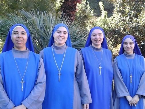 La nueva comunidad. De izquierda a derecha: Hna. Laetitiae, M. Lucila, Hna. Czarna Madonna y Hna. Stella Matutina.