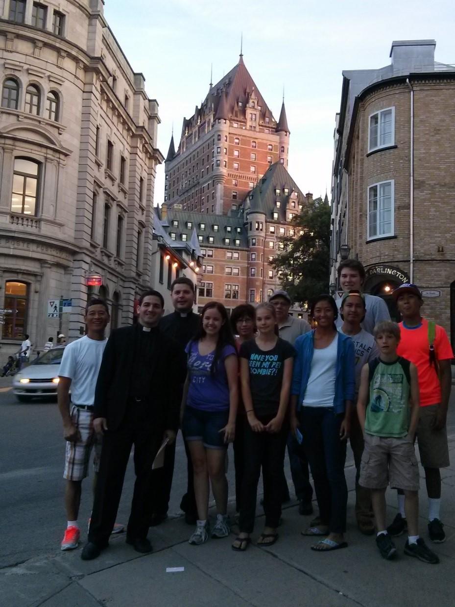 Foto: en la ciudad de Quebec, con el grupo de jóvenes.