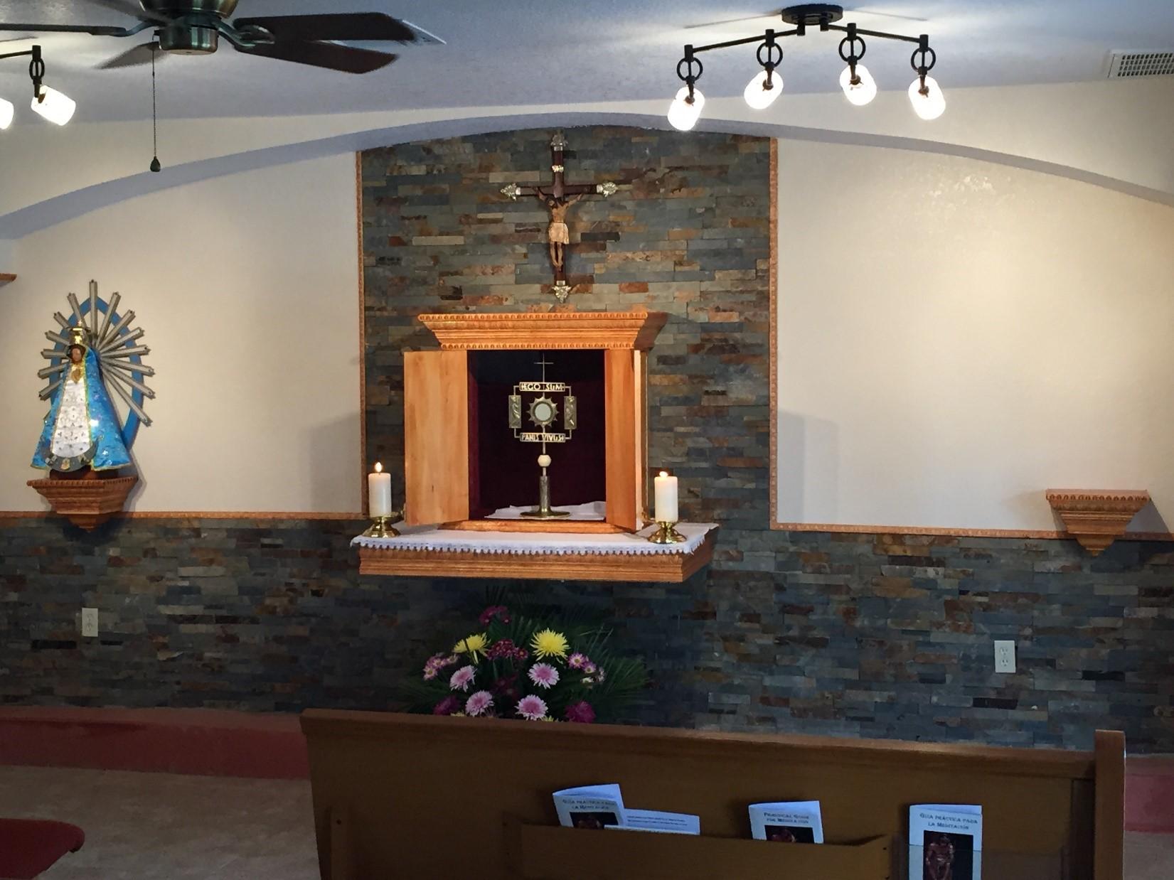 El P. Fabio Schilereff, misionero del Instituto del Verbo Encarnado IVE en Estados Unidos, cuenta sobre el inicio de una nueva capilla de adoración eucarística en la parroquia San Miguel Arcángel en Wauchula, Florida