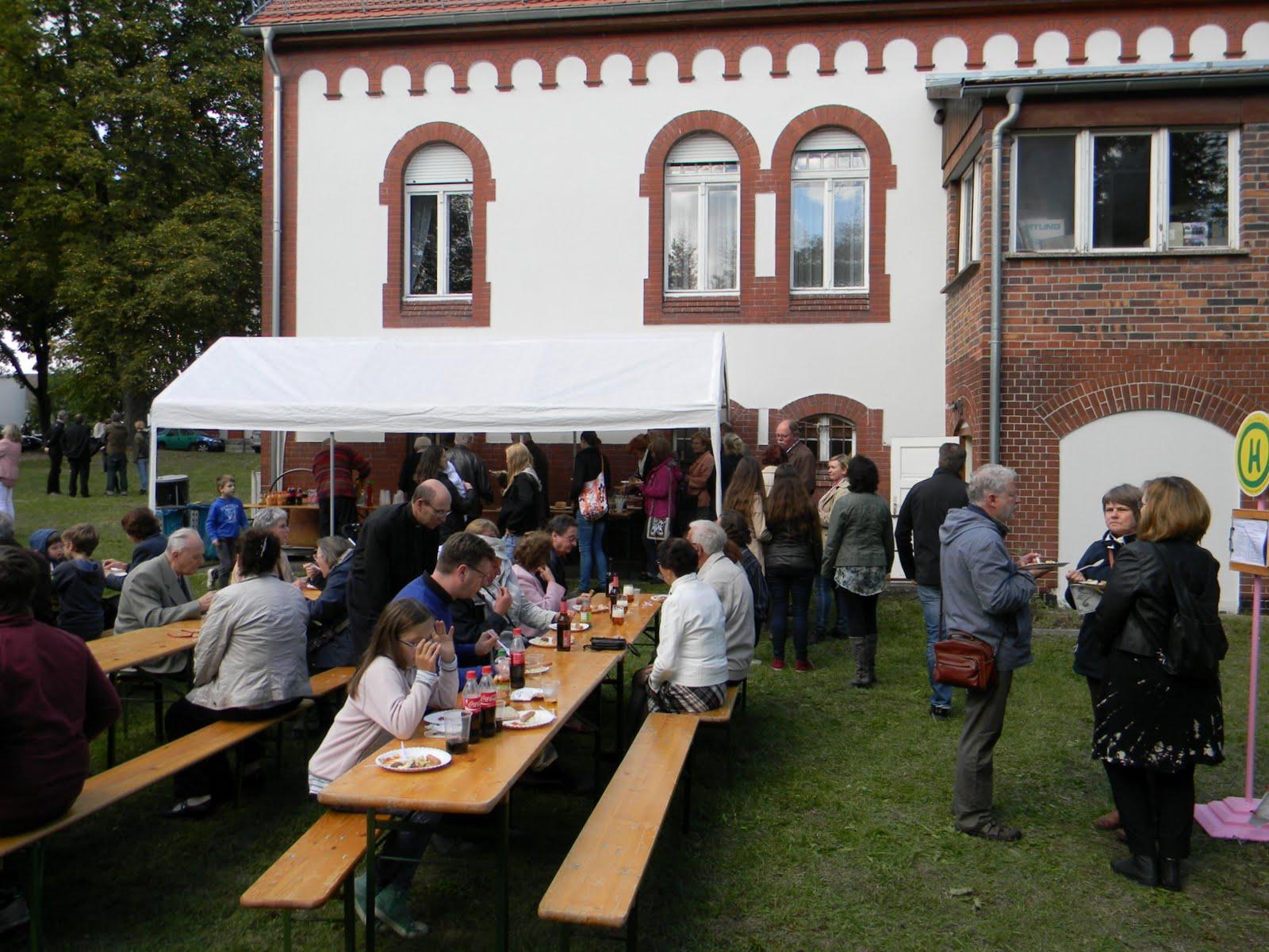 fiesta parroquial - almuerzo en jardin parroquial