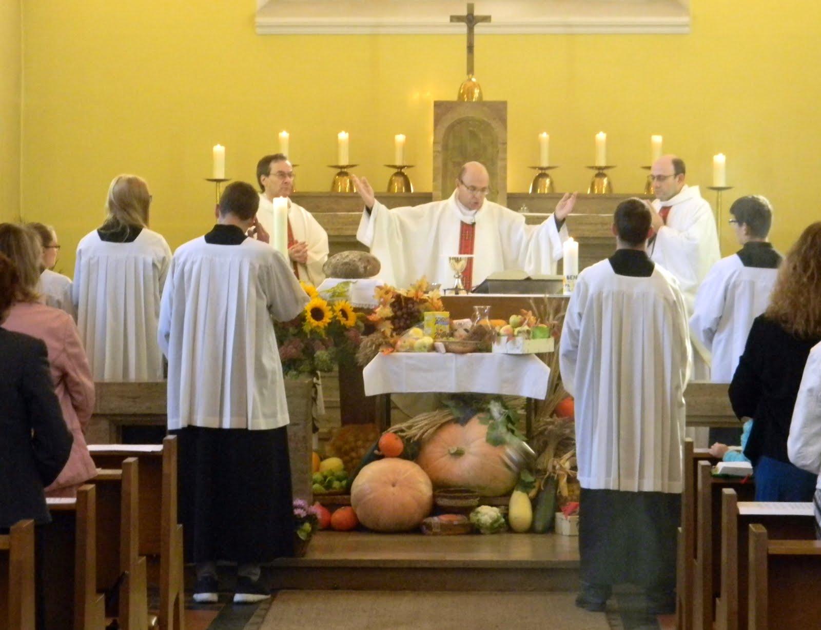 santa Misa fiesta parroquial y dia de accion gracis por la cosecha