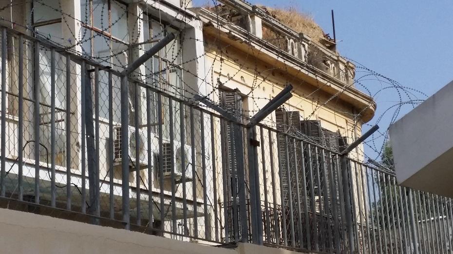 Patio trasero del convento Franciscano, el otro lado de la pared es territorio turco