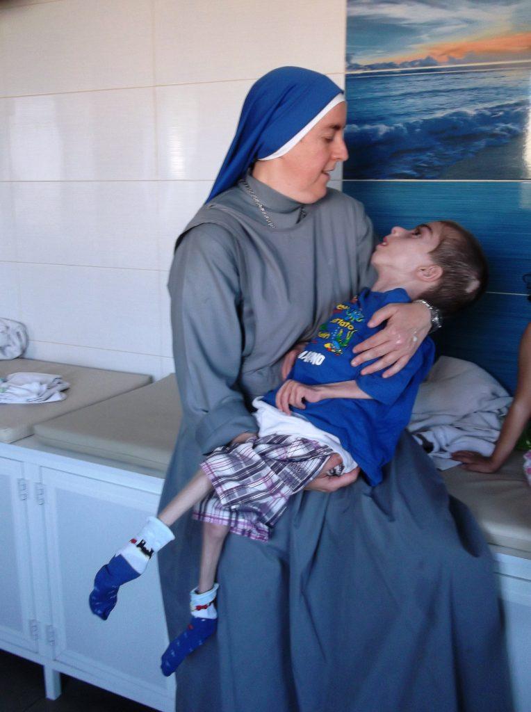 Hna. Alianza con Wassim - SSVM Hogar Niño Dios en Belén