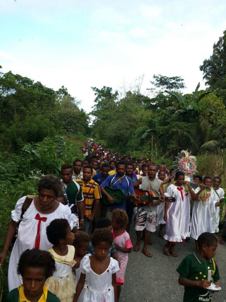 FIESTA PATRONAL EN PAPÚA NUEVA GUINEA (SANTÍSIMA TRINIDAD)