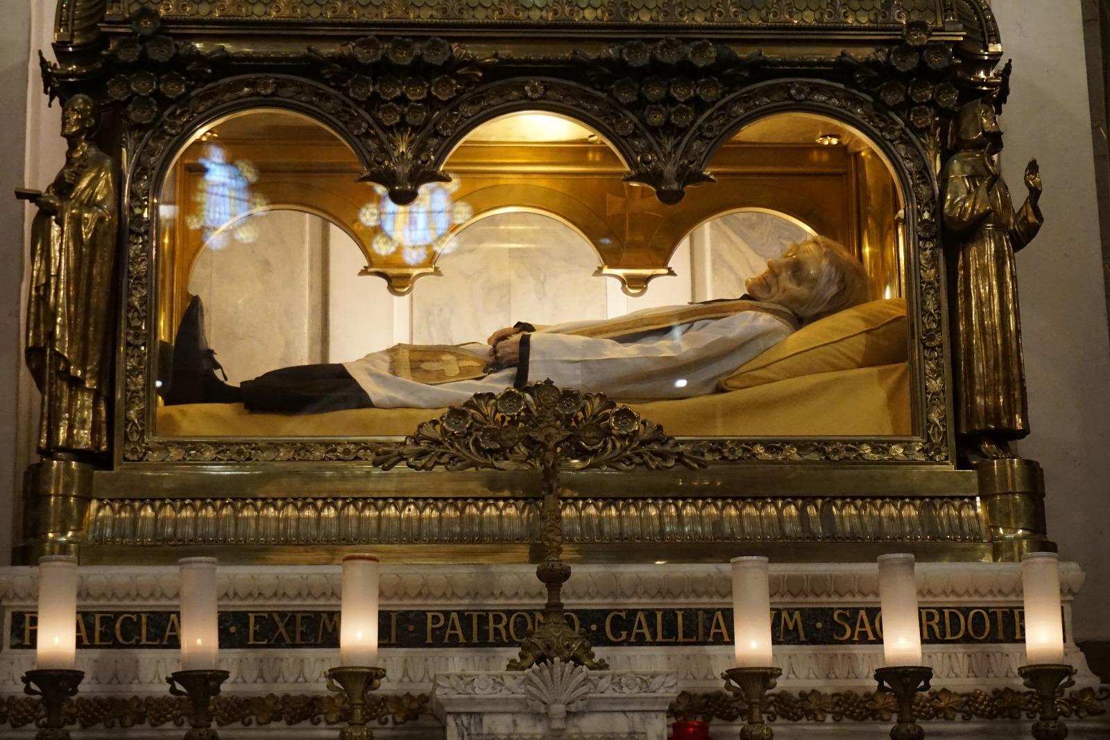 Ars: reliquias de san Juan María Vianney