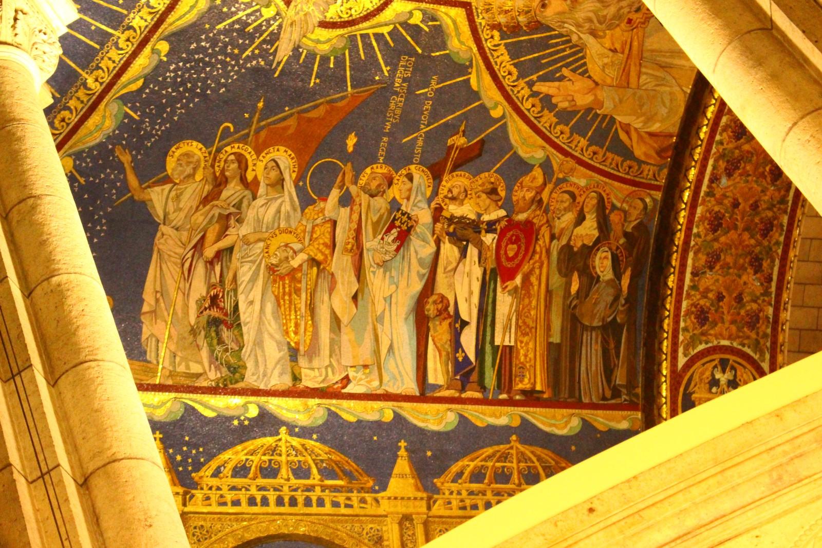 Detalle del mosaico del techo de la basílica con muchos de los santos franceses (muchos de los cuales pudimos visitar)