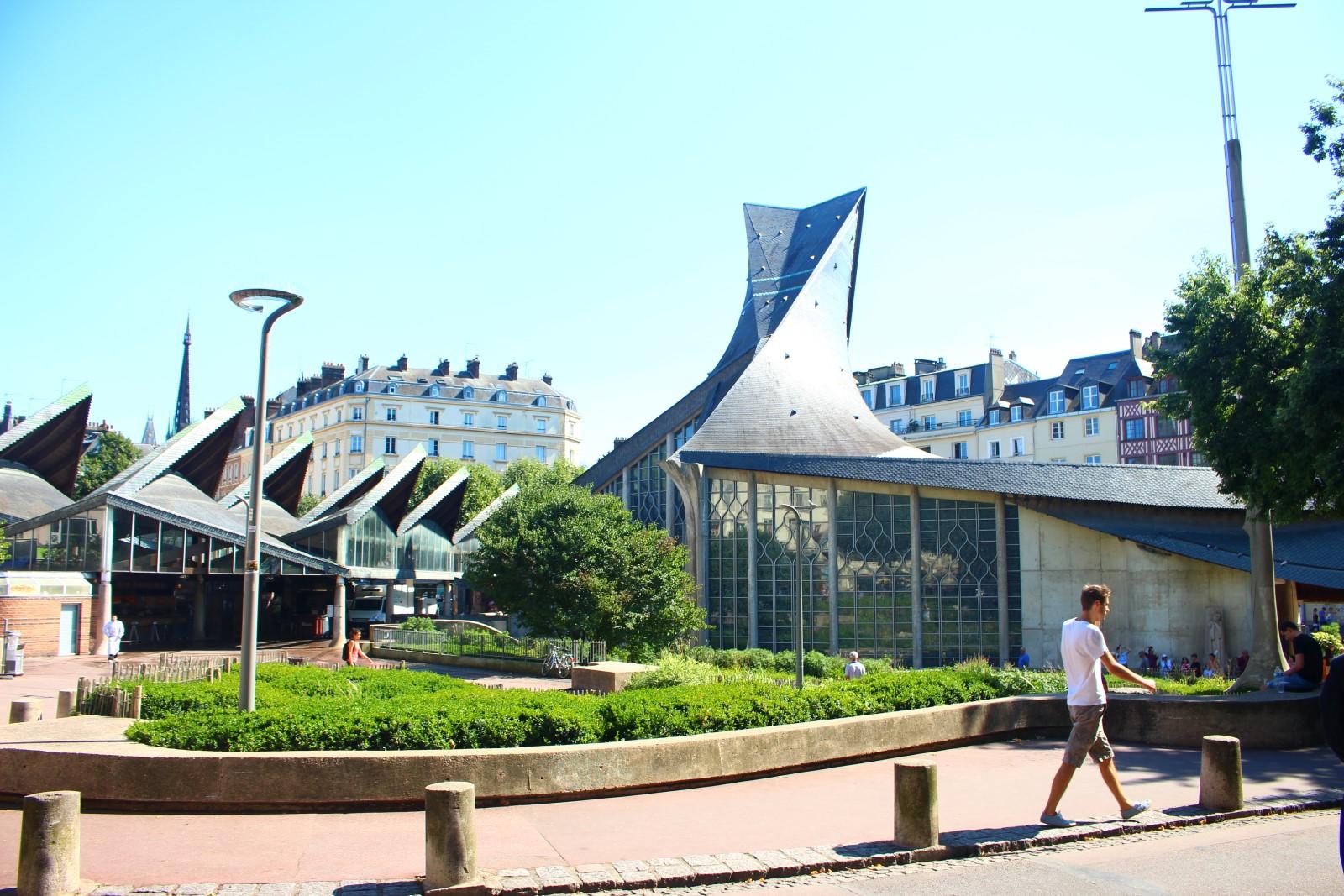Rouen: iglesia que recuerda el lugar preciso donde Santa Juana de Arco fue quemada en la hoguera