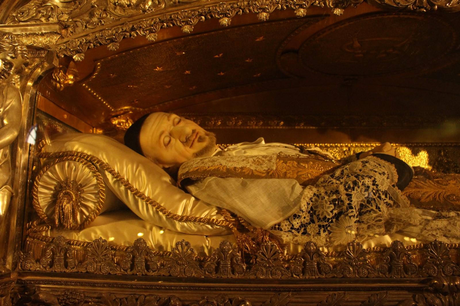 Restos de San Vicente de Paúl en la iglesia dedicada en su honor en Paris
