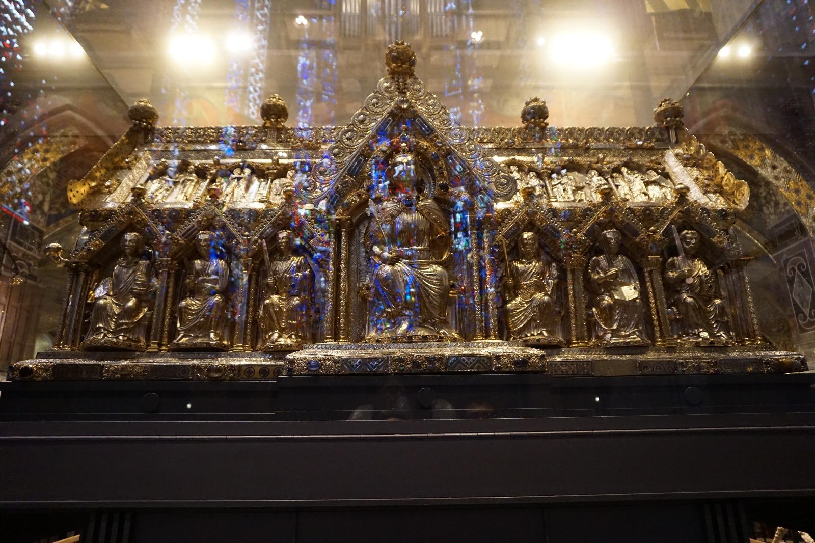 Relicario que contiene una túnica de la Virgen María, pañales de Cristo y la tela que envolvió la Cabeza de Juan el Bautista