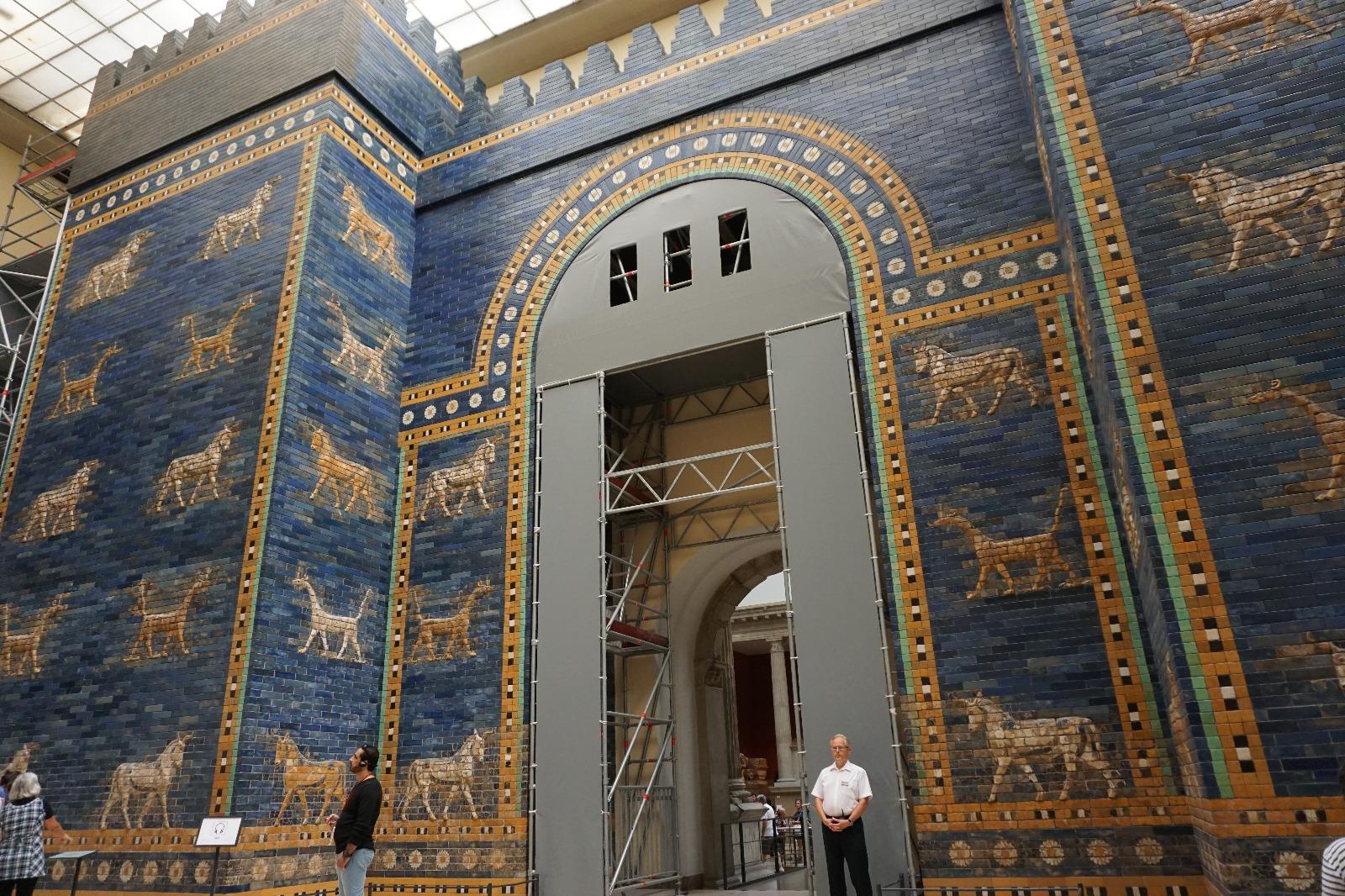 Puerta de la ciudad de Babilonia (Puerta de Istar), reconstruida en el museo de Pérgamo (Berlín)
