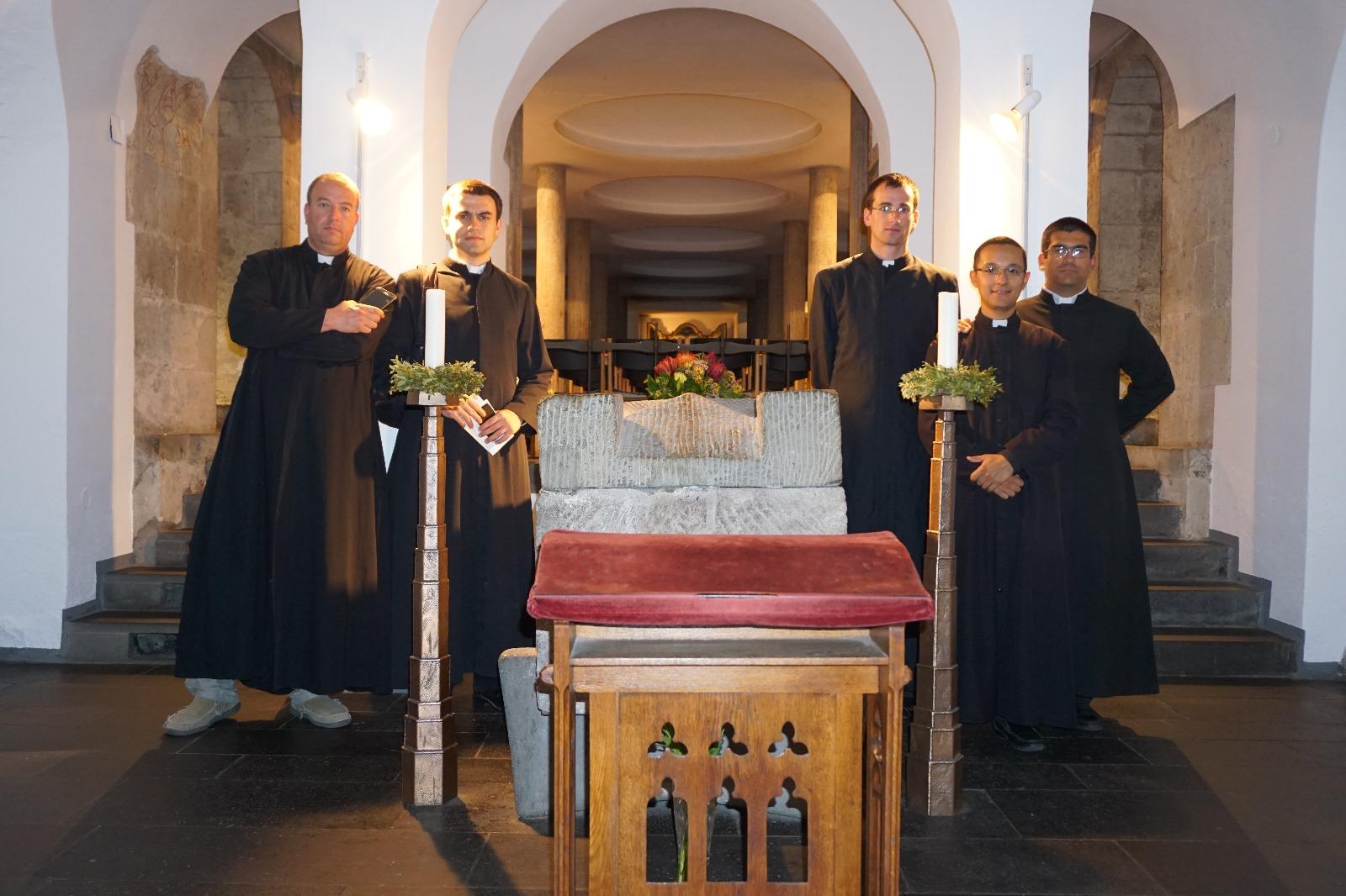 Tumba de San Alberto Magno (en una iglesia dominica, cerca de la catedral, en Colonia)
