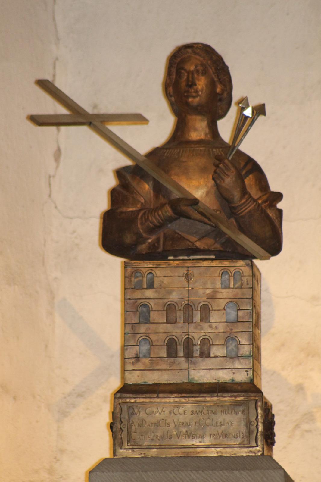 Reliquia de la cabeza de Santa Elena en la catedral