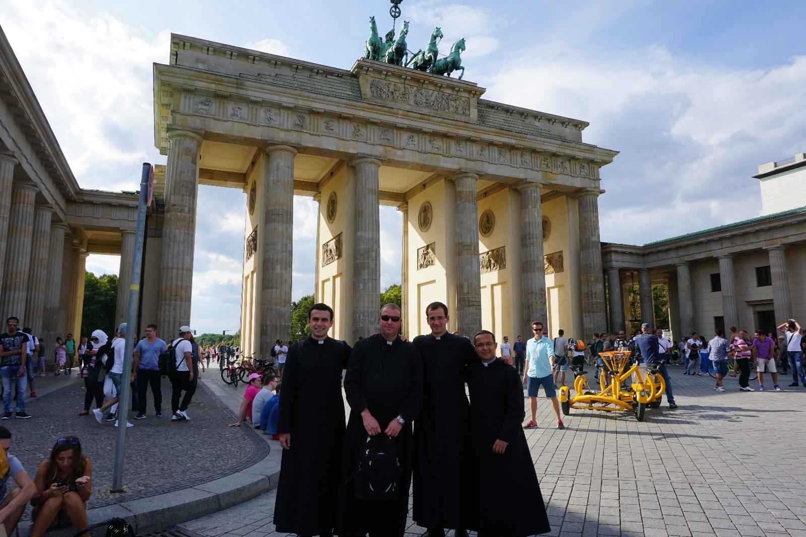 En la puerta de Brandemburgo (conocido lugar de Berlín)
