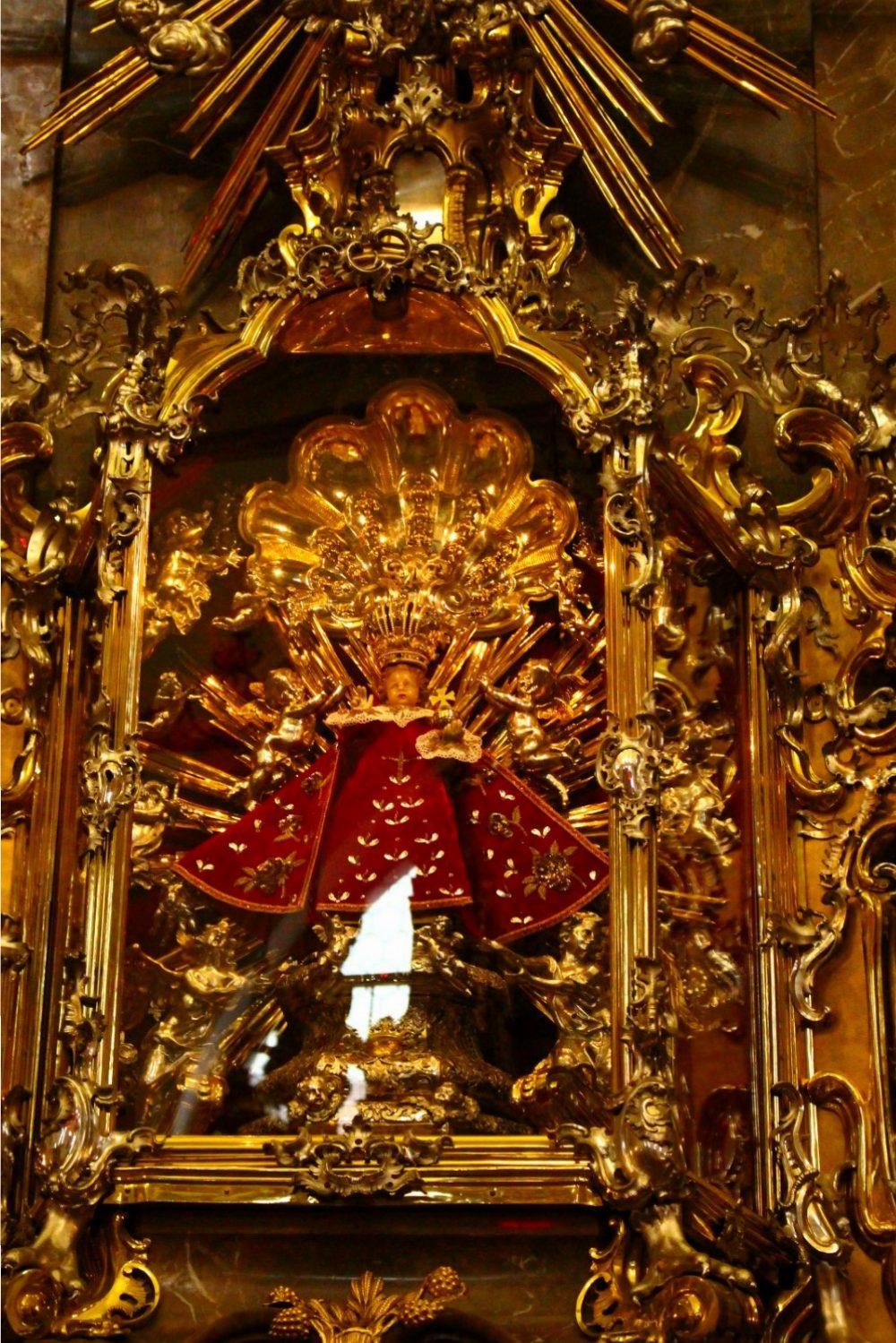 Imagen del Divino Niño de Praga (según una tradición perteneció a Santa Teresa de Ávila)