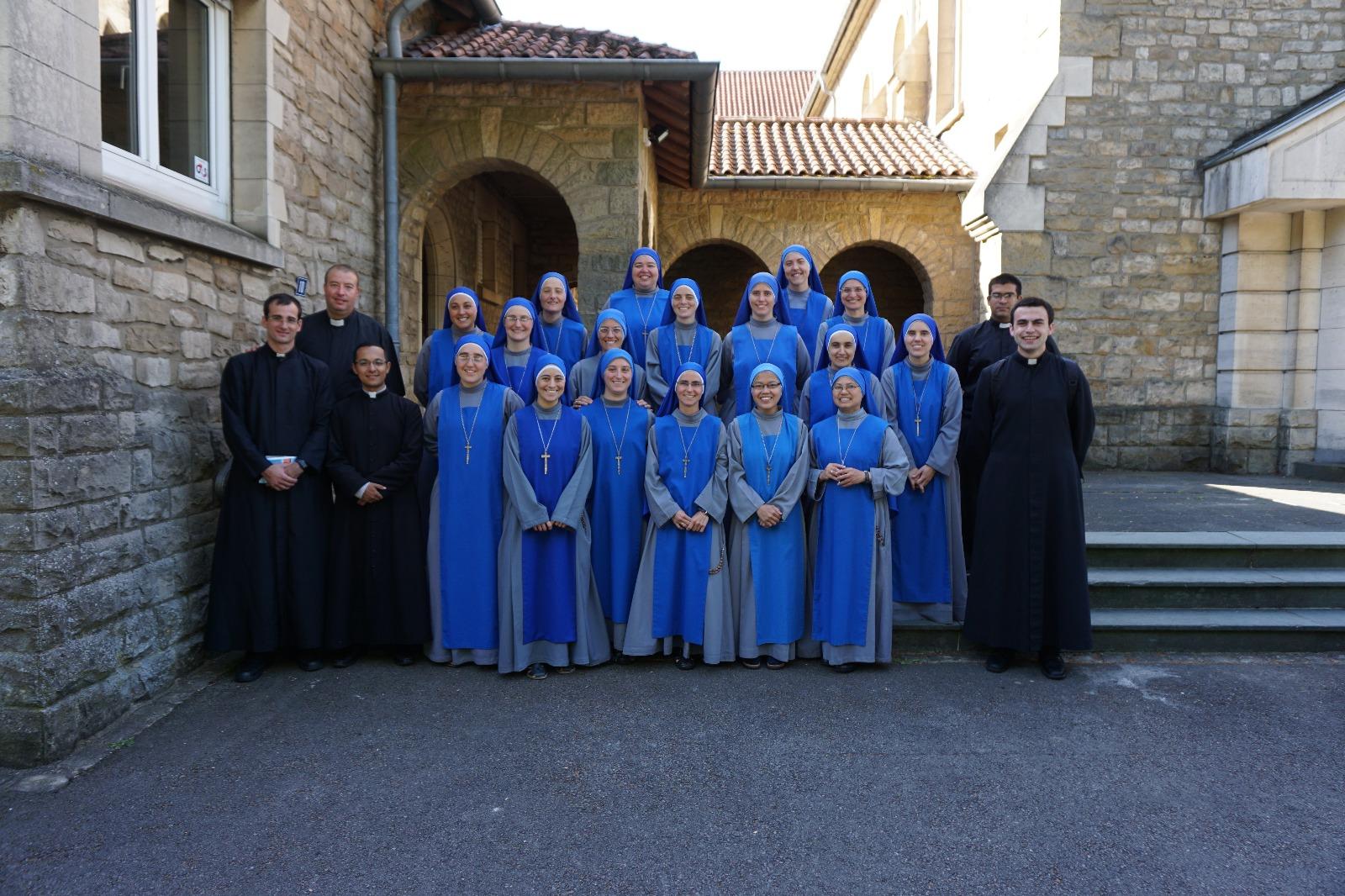 Junto a la comunidad del monasterio Santa Hildegarda de Bingen y otras hermanas de la provincia de Europa del Norte.
