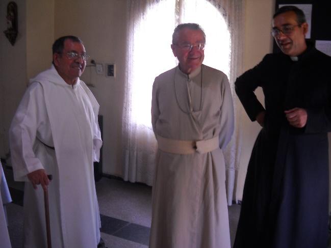 Con Mons. Baseotto y el p. Gabriel Zapata entonces superior provincial.