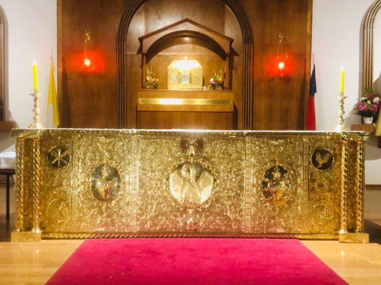 """Un """"frontis"""" para el altar"""