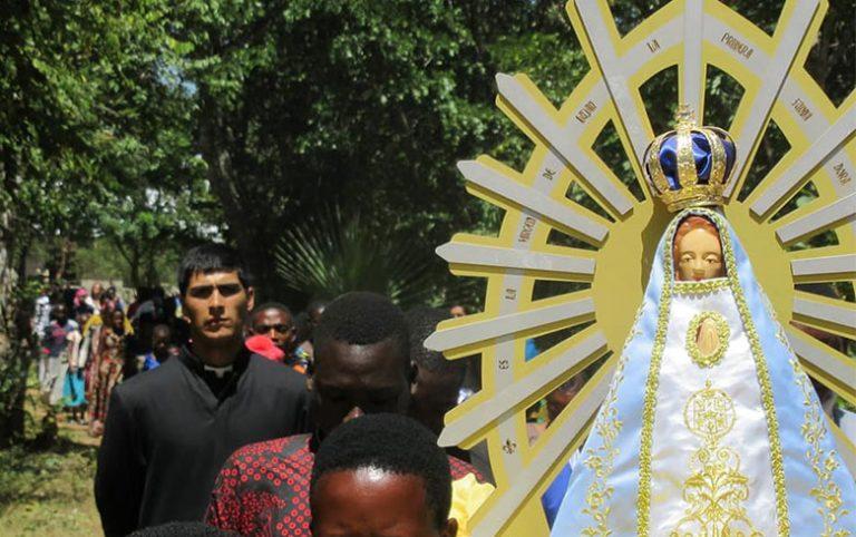 La Virgen de Luján e imposición de sotanas en Tanzania