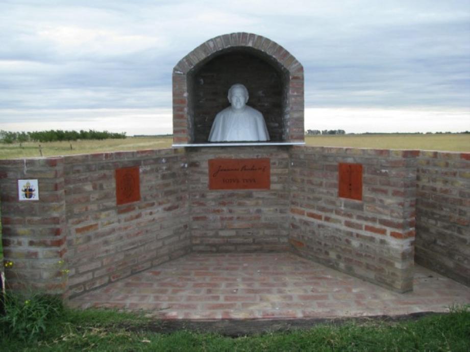 Ermita del Beato Juan Pablo II presente en uno de los centros catequéticos nuestra parroquia.