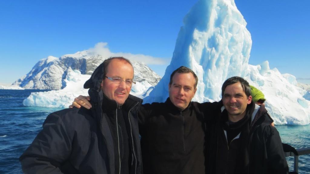 Padres Fabio, Gerardus y Hugo, misioneros del IVE en Groenlandia.