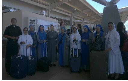 Con el p. Teofilo y las religiosas que trabajan en la isla