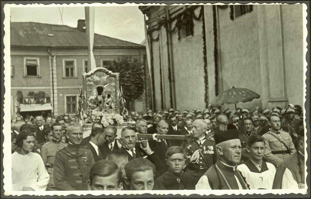 madre-dios-laskava-stanislaviv-procession-servidoras