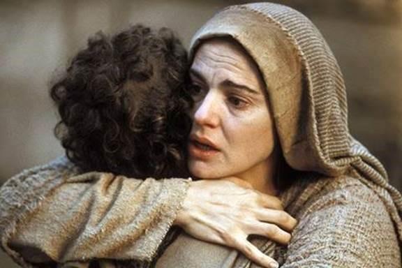 Y la Madre entregó al Hijo, y se consumó el sacrificio redentor