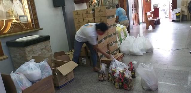 Filipinas - Donación de alimentos para 100 familias