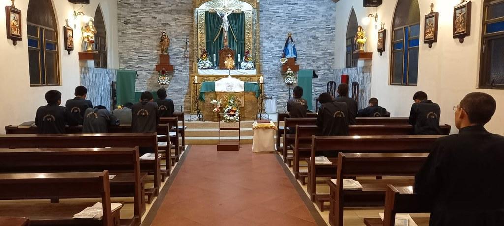 Ecuador - Adoración Eucarística en el Seminario Menor