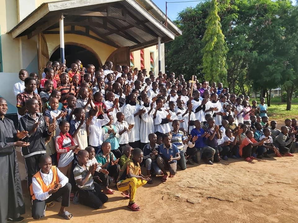 Tanzania - Campamento de Monaguillos