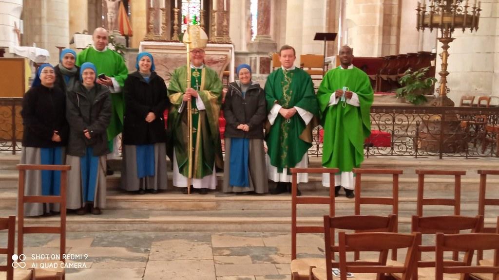 Francia - Fundación de las Servidoras a La Rochelle - Saintes