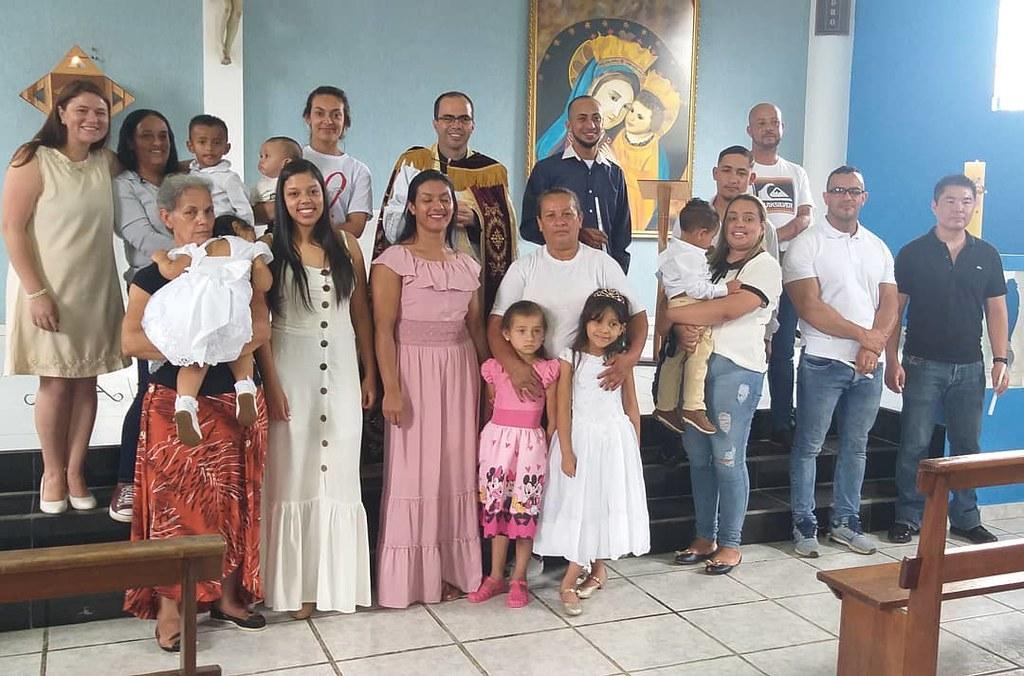 Brasil - 5 Bautismos en la Parroquia 'Divino Espirito Santo'