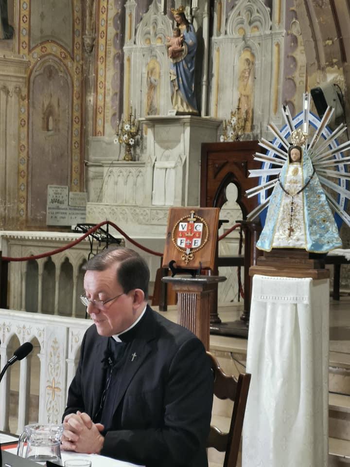 Francia - Conferencia de cultura católica del P. Sergio Pérez en Le Luc.