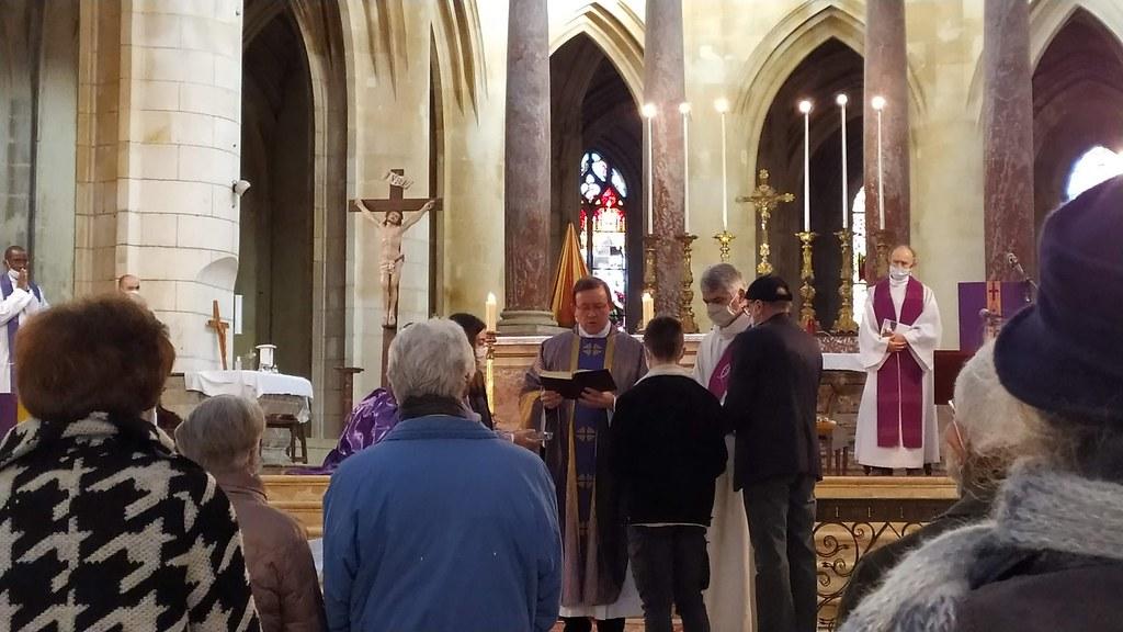 Francia - Miércoles de Cenizas en la Catedral de Saintes