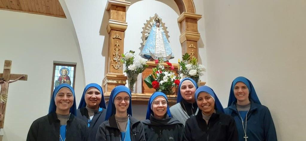 Albania - Entrada de las hermanas Al Peu de la Creu y Madre de la Vida al monasterio San José