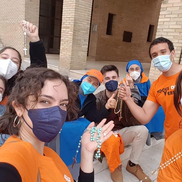 España - Rosario por la vida con las Voces del Verbo de Granada