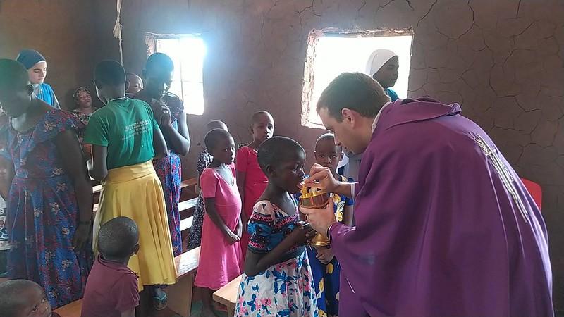 Tanzania - Visita a Mkwangulwa