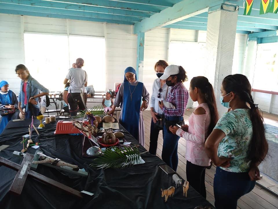 Guyana - Exposición de arte cuaresmal