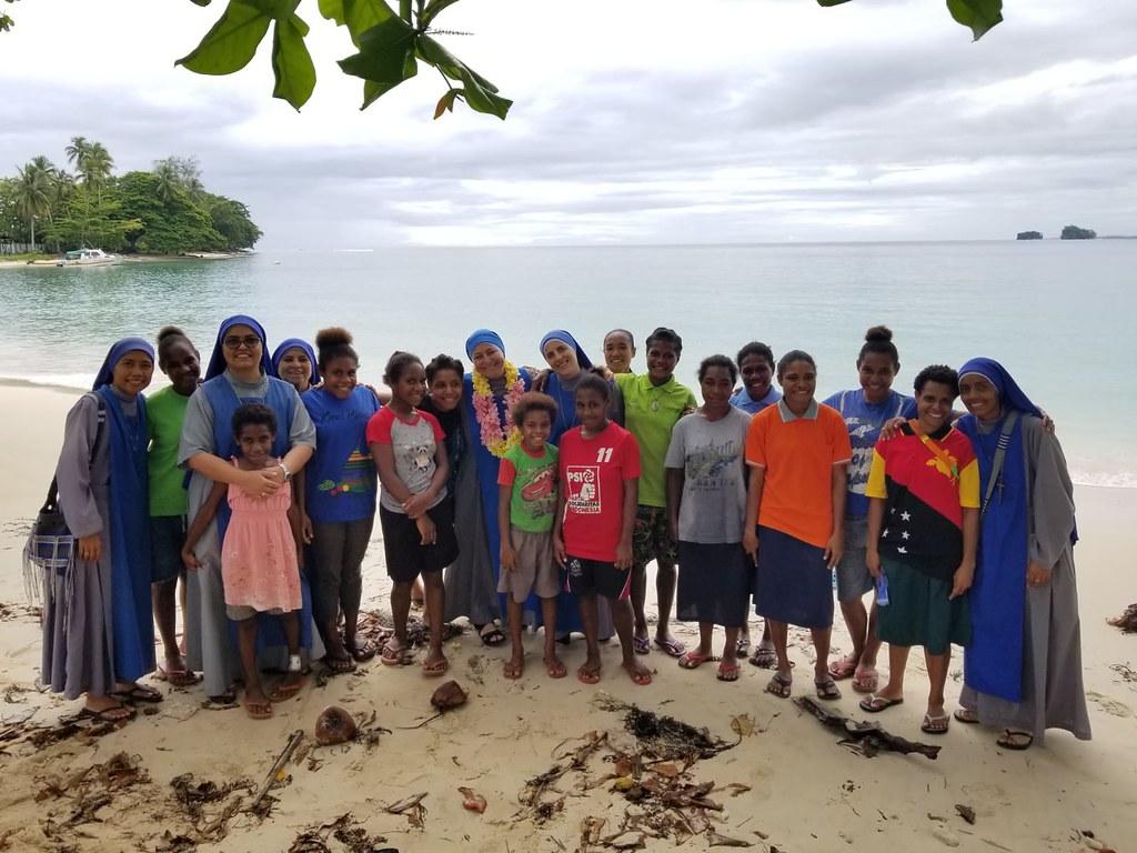 Papúa - Bienvenida de la Hna. Divina Peregrina