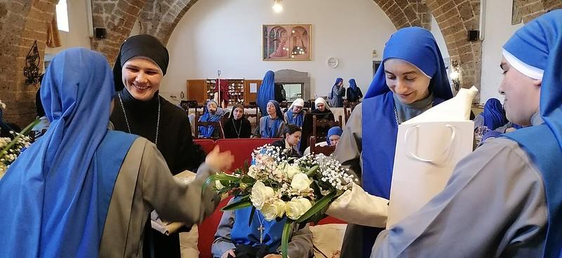 Italia - Admisión definitiva a la vida contemplativa de la M. Confianza y la Hna. Obru
