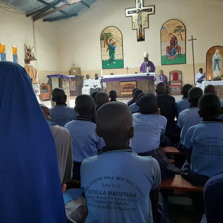 Tanzania - VIsita del Obispo a nuestra escuela
