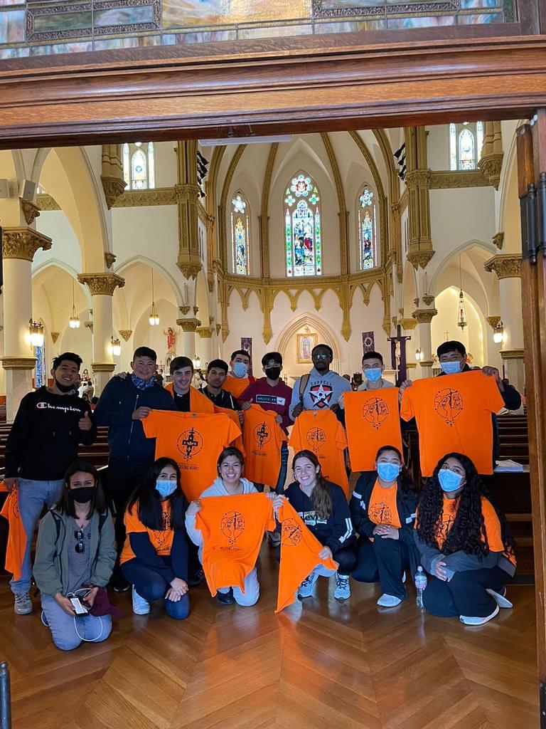 Estados Unidos - Peregrinación a la Catedral con las Voces del Verbo pidiendo por la santificación de los miembros del grupo