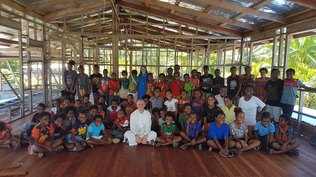 Papúa - Comenzando un año más de clases de orquesta