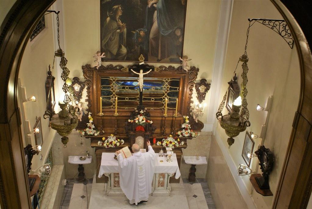 Italia - Vigilia Pascual en el Monasterio de Génova
