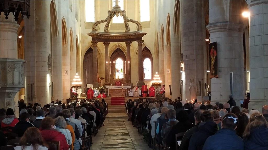 Francia - Domingo de Ramos en la Catedral de Saintes
